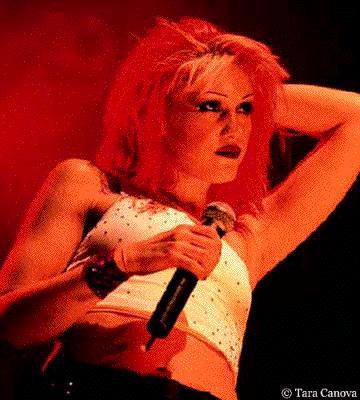 Gwen live red